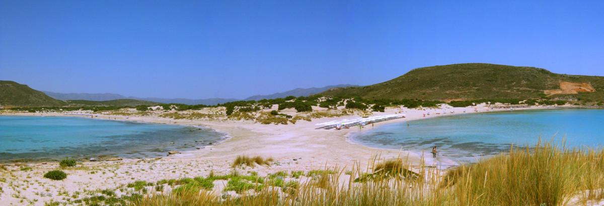 Panoramaaufnahme des fulminanten Doppelstrandes von Elafonisos