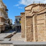 Mehrere kleine Kirchen finden sich zu Füßen der Burg von Kalamata