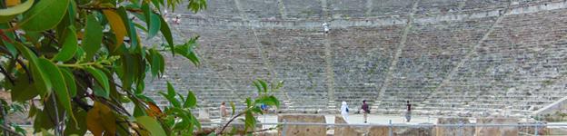 Epidauros und sein Theater sind ein Highlight des Peloponnes-Besuchs.