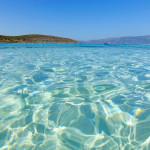 Das Wasser vor Elafonisos in der Doppelbucht vom Simos Beach.