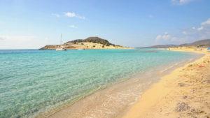Simos Beach im Sonnenlicht