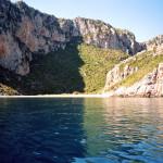 Die Bucht vom Schlauchboot aus fotografiert.