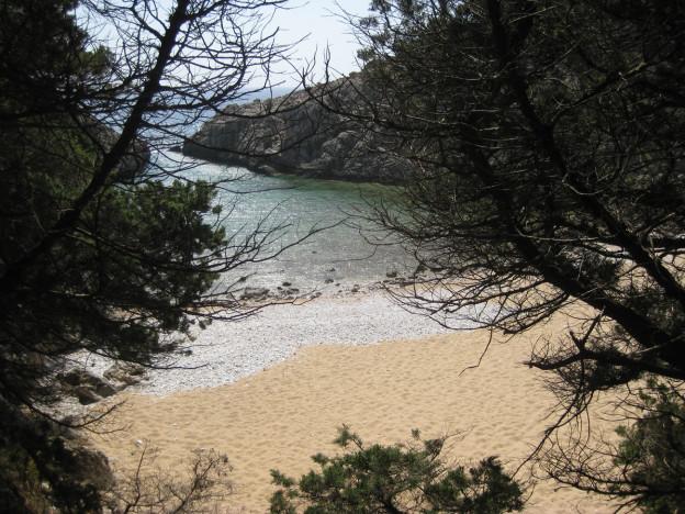 Der versteckte Glossa Beach nahe der Ochsenbauchbucht Voudokilia.