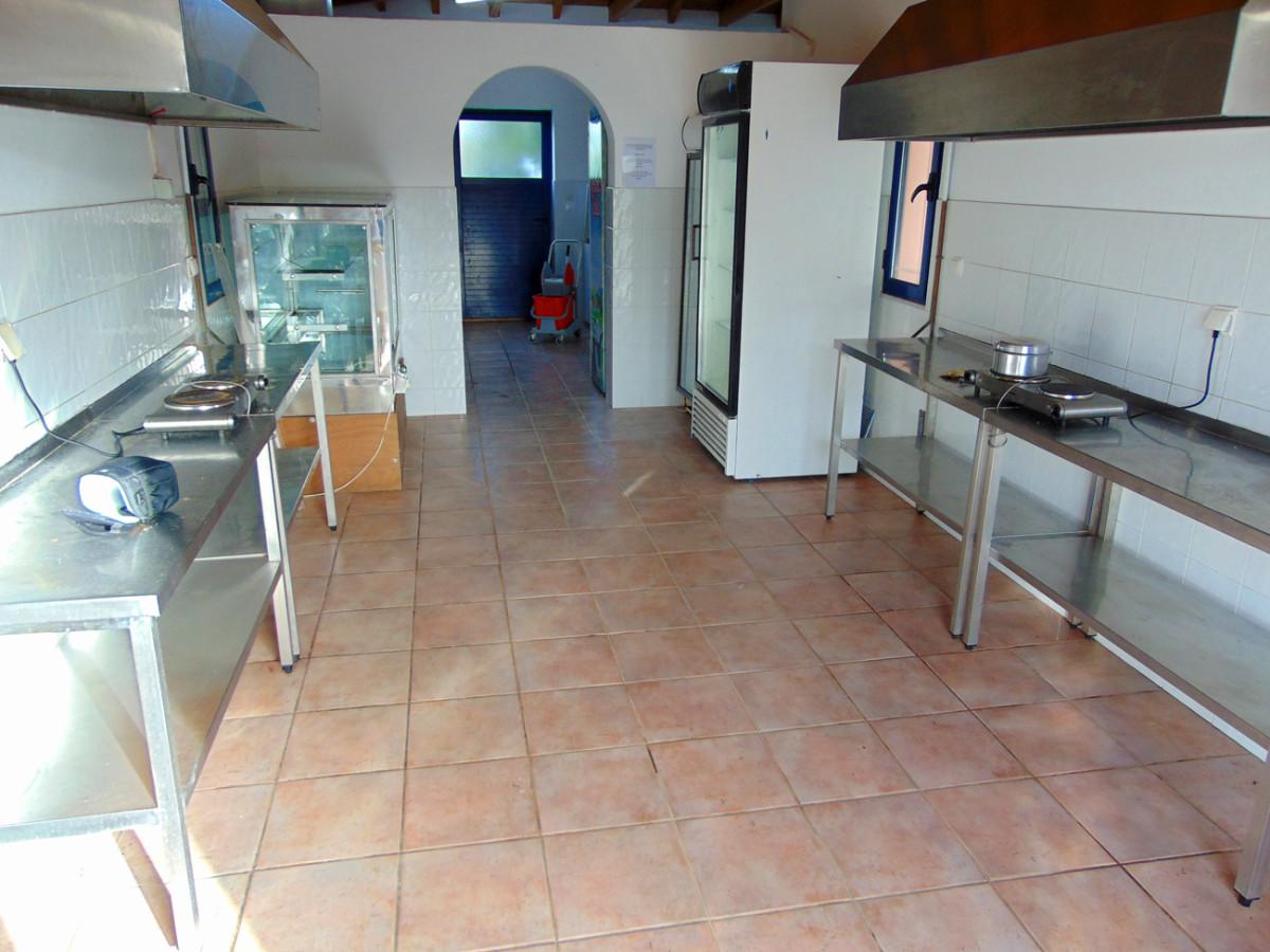 Das Kochhaus des Platzes Simos Beach ist gut ausgestattet.