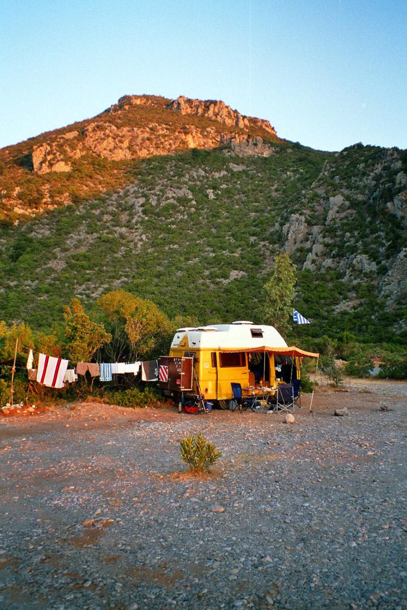 Wildcampen in einer versteckten Bucht an der Ostküste des Peleponnes.