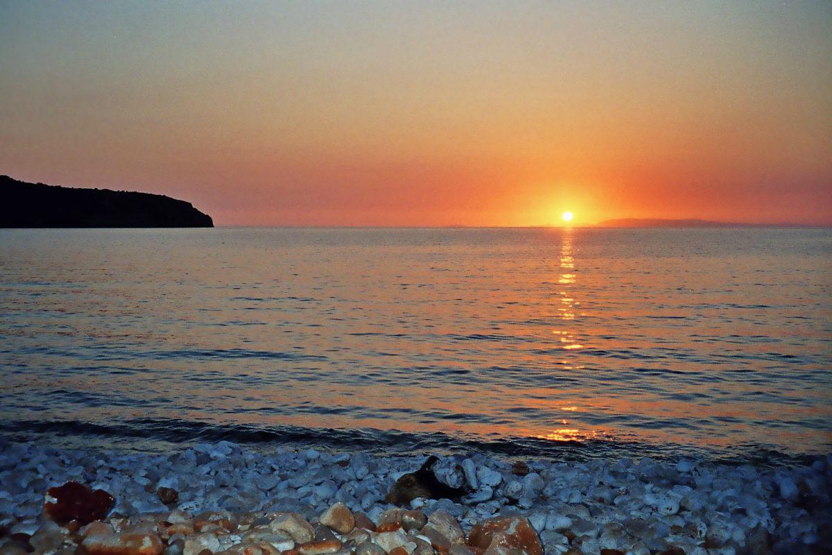 Sonnenuntrgang am Dino-Eier-Strand Pirgos Dirou