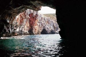 In der kleinen Höhle an de Steilküste