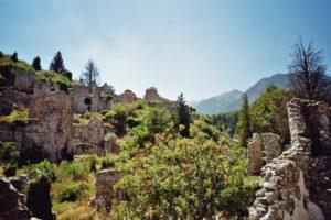 Inmitten der Ruinen des alten Mistras.