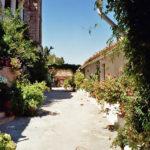 Der Hof eines intakten Anwesens in Mistras.