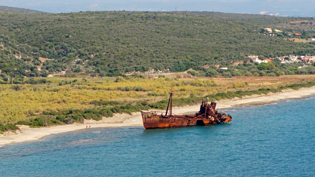 Schiffswrack in der Bucht von Gythion